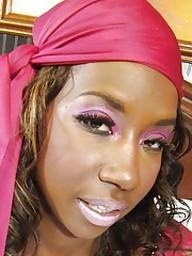 Ebony babe Courtney Williams revealing..