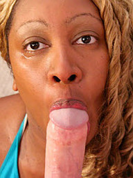 Plunging her pie hole and jizzing on..